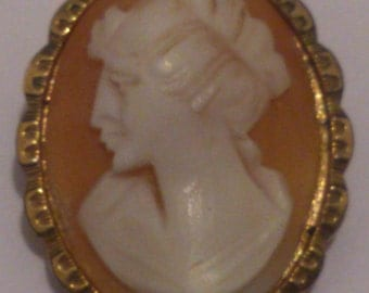 Vintage rolled gold cameo brooch