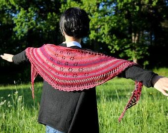 Shawl in red, handknit shawl with flower edging in beautiful colors, handmade and unique, for her