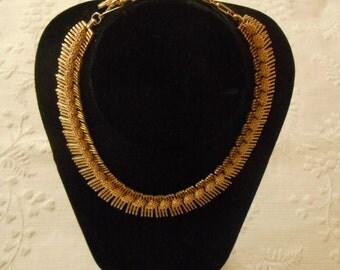 Lisner. Gold Tone Choker Necklace.  (255)