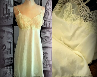 60s Lemonade Slip - VASSARETTE - Pale Yellow with Gorgeous Lace Bodice  - Size XS / Small