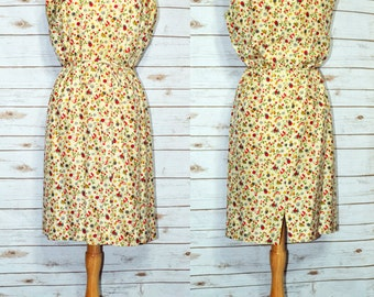 Adorable Vintage Summer Dress with Berries, Butterflies & Flowers, 1950s or early 1960s, Size Small to Medium