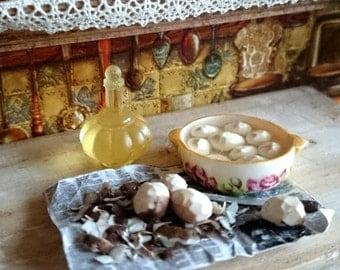 Dollhouse miniature Peeling potatoes 1:12