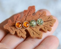 Green and honey amber stud earrings set, 2 pairs of amber studs set, little amber earrings in gift box, natural amber earrings, amber dots