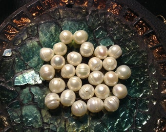 White grooved cultured Pearl beads