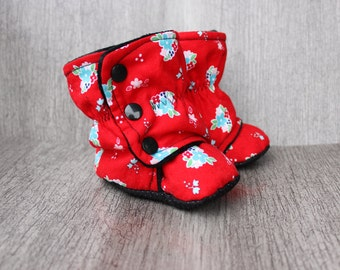 18 months long  red baby boots, flowers, newborn, crib boots, soft shoes, booties. soft baby boots, softsole boots