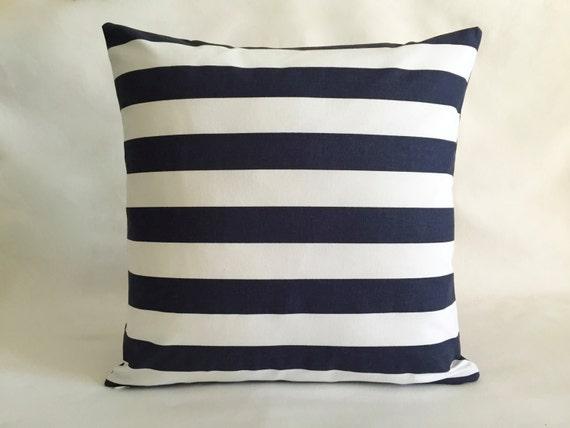 coussin moderne denim bleu marine et blanc coussins pour. Black Bedroom Furniture Sets. Home Design Ideas