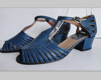 Blue 70s Vintage Shoes // T Strap  // Size EU 37 // Made In Italy