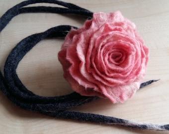 Felt wool necklace.Merino wool.Natural necklace.Felt necklace.Pink flower.Beautiful flower.Poppy necklace.Bib necklace.