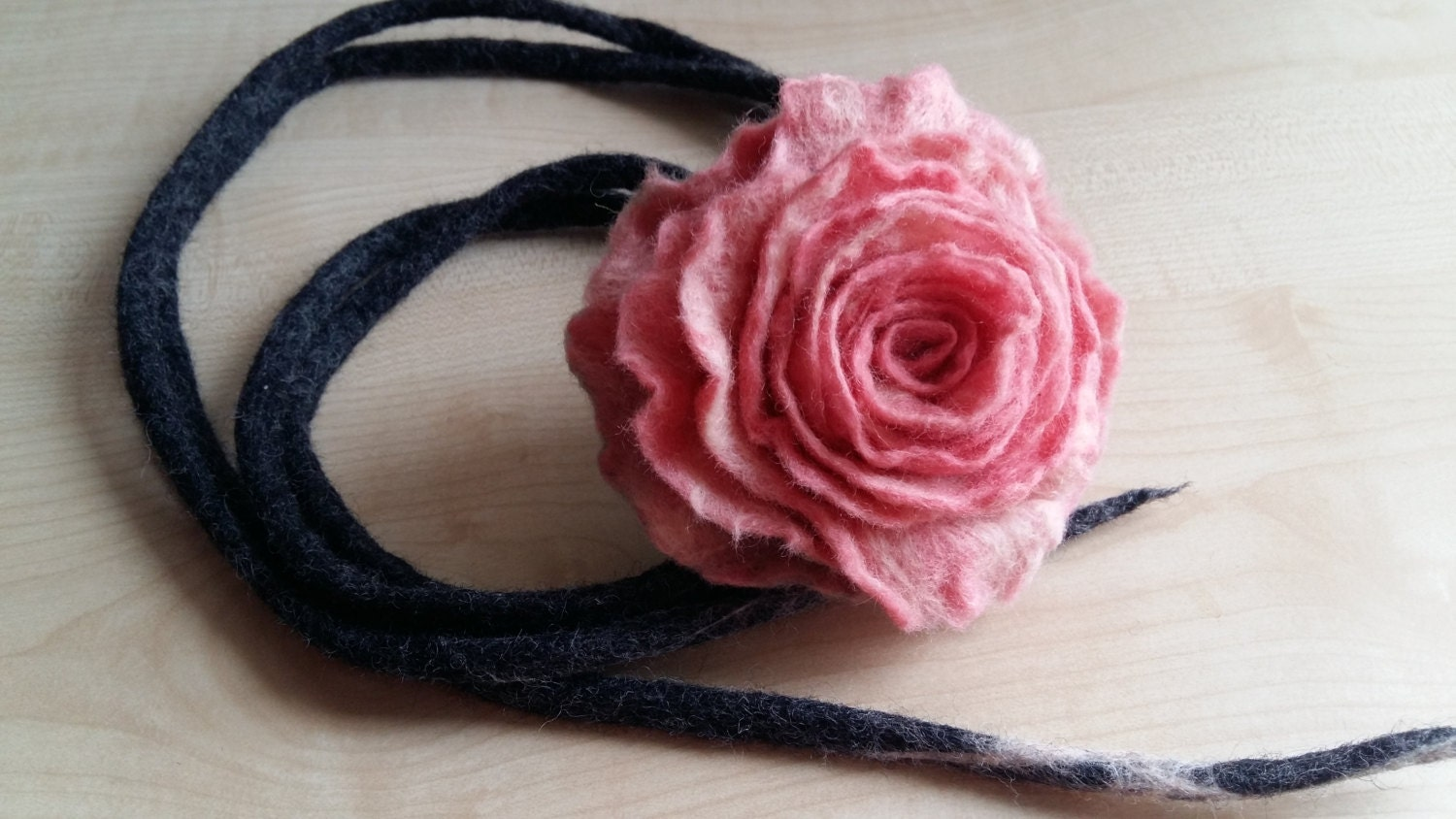 how to make a felt flower necklace