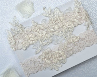 Ivory wedding garter set, bridal garter, customizable, lace garter, keepsake and toss garter, wedding garter, flower garter