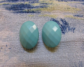 Vintage faceted plastic peppermint green oval clip-on earrings