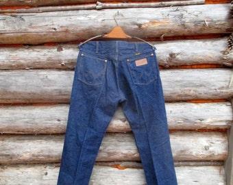 Vintage Dark Blue Denim Wrangler Jeans. 32-33x30 US Made. Like New Condition!