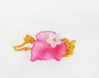 Necklace with charm flower & leaf