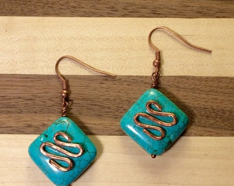 Turquoise & copper hammered earrings. Turquoise Earring. Dangling