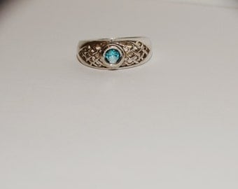 Free Shipping Vintage Sterling Silver size 8 Sky Blue Stone Ring.