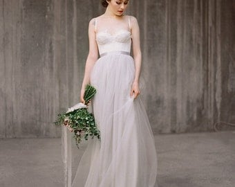 Icidora // Romantic wedding dress - Grey wedding dress - Ballet inspired wedding gown - Rustic wedding dress - Lace wedding gown - Chiffon