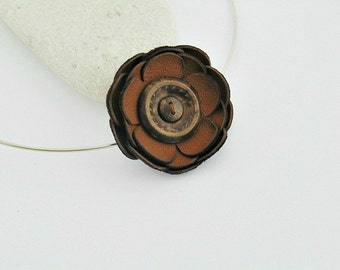 Button leather necklace, button necklace, leather necklace, button jewelry, leather jewelry, flower necklace, leather flowers, flower, brown