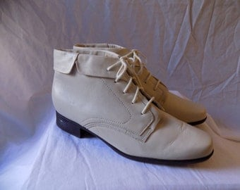 Vintage Off White Leather Pixie Cuffed Lace Up Boots Size 10