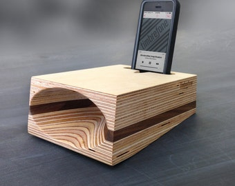 Timbrefone™ Strata Walnut - iPhone Passive Wood Speaker