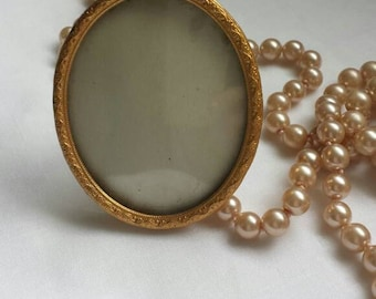 Vintage photo frame, oval picture frame, small photo frame, vintage home decor, home gift.