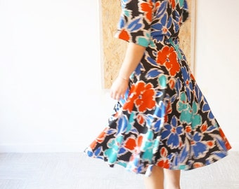 The free Air / dress Vintage / printed Floral / size 38 / Made In UK / St Michel / Spring / Flowers power