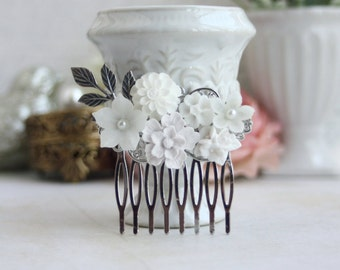 White Wedding Comb. Silver Flower Comb, Silver Hair Clip, Bridal Comb, White Flowers, Pearl Flower Comb, Elegant White Comb, Romantic Comb