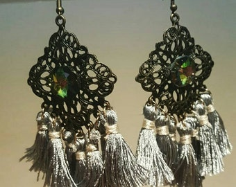 exclusive tassel earings with cristal piece