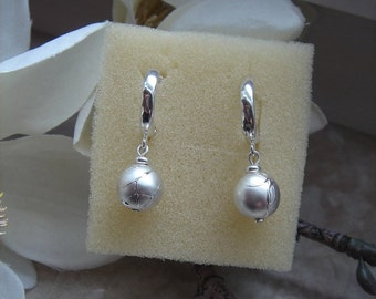 925 Silver hoop earrings with acrylic bead! Very precious!