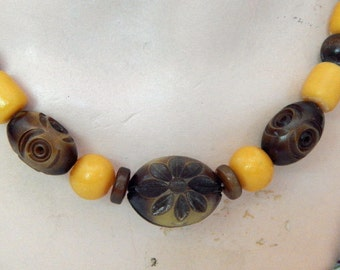 Bakelite and wooden bead necklace