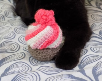 Toy for cats | Rose Kawaii Cupcake with of catnip. Hand-made in amigurumi