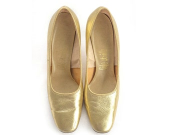 1960s gold pumps from Life Stride SIZE 9AA