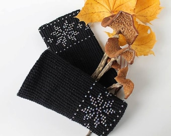Wrist warmers / fingerless gloves with Pearl Black Pearl