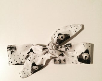 Headband to tie baby / child black and white pattern racoon