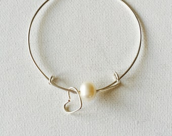 Large 10mm Fresh Water Pearl And Heart Charm Silver Wire Adjustable Bracelet