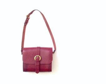 Vtg handbag. Boxy oxblood/ wine red leather shoulder bag. Structured leather handbag