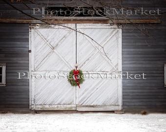 Festive Barn Door, Digital Background, Photography Backdrop, Holiday Backdrop, Wreath Red bow, New England Barn, Winter Backdrop, Christmas