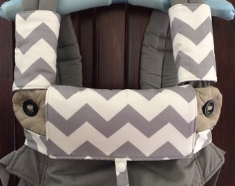 Ergo 360 drool, teething pads, bib in grey chevron also suitable for Manduca and Lillebaby