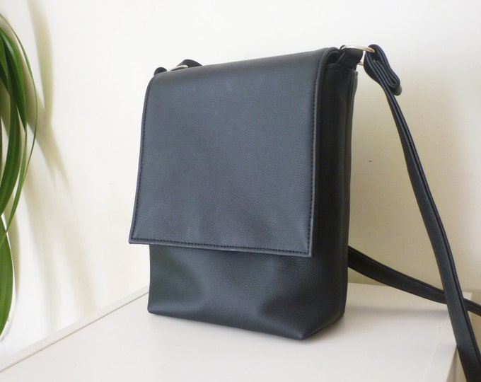 Crossbody bag, Mens bag, Messenger bag, Vegan Leather bag, Black men crossbody, Gift For Him, Medium bag