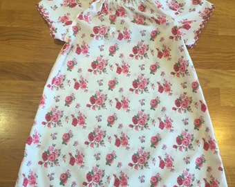 Pretty pink roses patterned dress