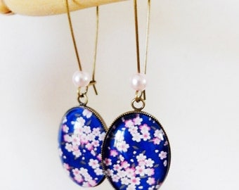 dangling earrings * cherry blossoms on blue background * spring Japan pink blue, glass cabochon
