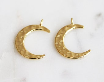 P2-047-1-G] Hammered Crescent Moon / 13 x 15mm / Gold plated / Pendant / 2 piece(s)