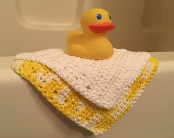 Washcloth set- baby washcloths- yellow- white- duck- bathtub -bathing- baby care- gift set- baby gift- bathroom- tub- facecloth
