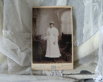 Cabinet photo antique girl vintage shabby chic decoration in the style of JDL