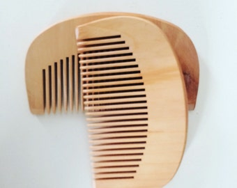 Peach wood beard combs: helps reduce static and tangles