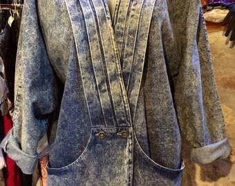 1980's over acid wash loose long dropped shoulder, bat sleeves denim jacket. Size M/L.