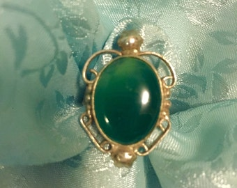 A Lovely Vintage Style 925 Sliver and Green Aventurine Gemstone Ring.