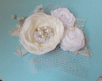 Wedding hair ivory and white flower Bridal hair flower whe Wedding hair accessories Bridal hair accessories Wedding Vintage ivory and white