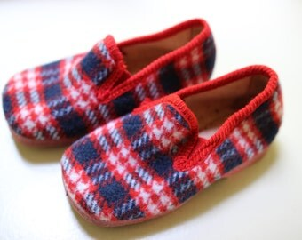 new slipper vintage, blue red and white Scottish , made in France,