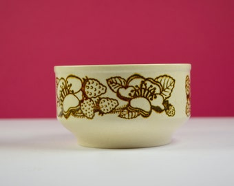 Kiln Craft strawberries dessert/soup bowl, classic 1970s look, cream and brown