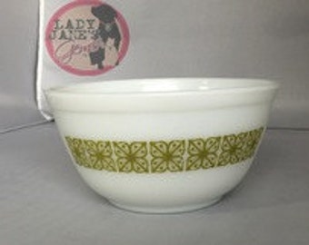 Pre-Loved Pyrex Verde Small Mixing Bowl